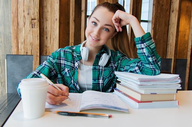 studentka v košili