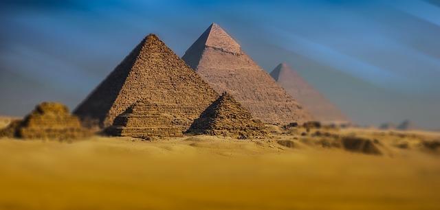 pět pyramid