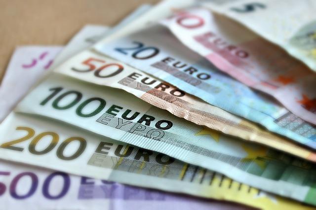 vějíř z eurobankovek