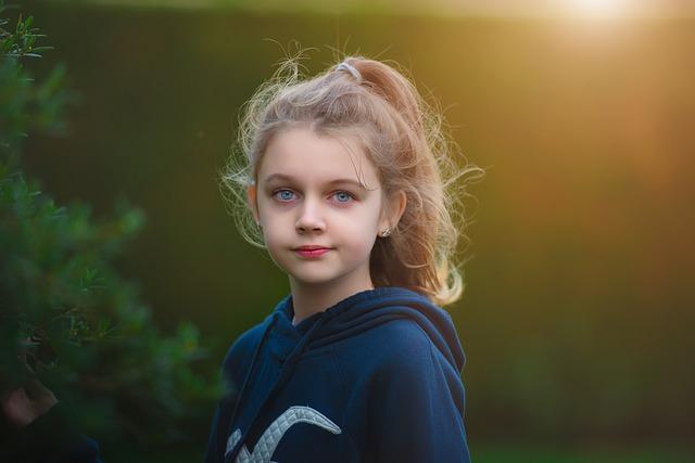 holčička na louce